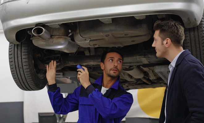 Mechanic-Talking-To-Customer